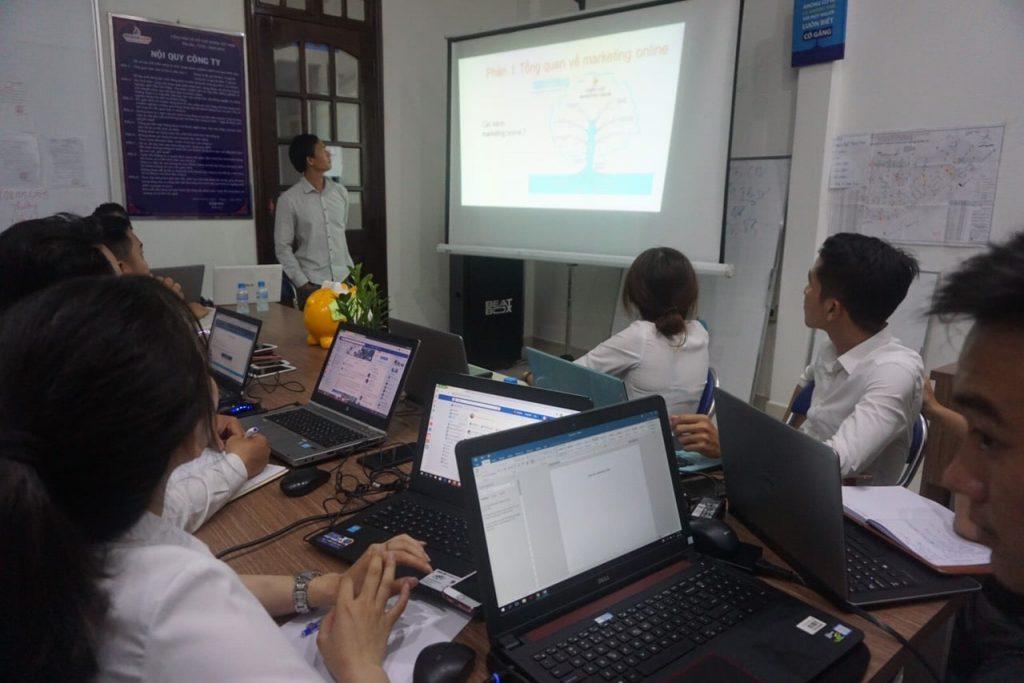 Khóa đào tạo nhân viên Marketing online cho doanh nghiệp